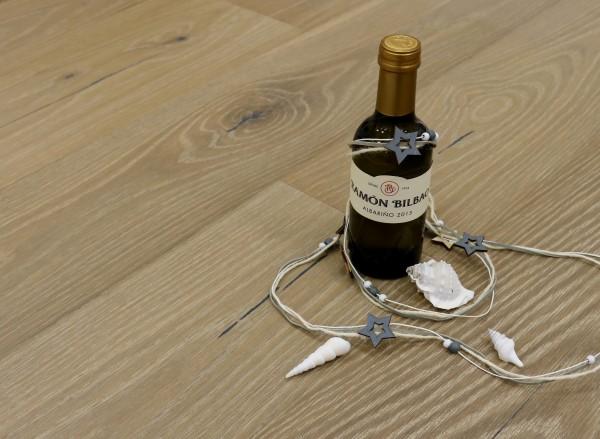 Parkett Landhausdiele Eiche Galicien aus der Serie Vinum, Markant, wärmebehandelt, gebürstet, gekalkt, extrem matt weiß lackiert, 14 x 180 x 2200 mm, Soft Lock Klick Verbindung