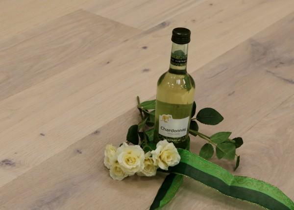 Parkett Landhausdiele Eiche Burgund aus der Serie Vinum, Markant, gebürstet, mit Masteröl weiß geölt, 14 x 180 x 2200 mm, Soft Lock Klick Verbindung